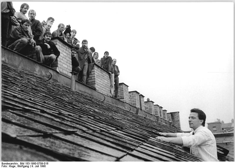 Leipzig, Häftlingsrevolte, Minister Diestel. Bundesarchiv, Bild 183-1990-0709-016, Fotograf: Wolfgang Kluge