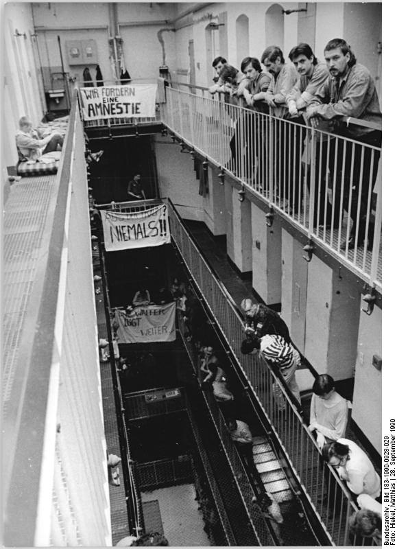 Dresden, Amnestie-Forderung in Haftanstalt. Quelle: Bundesarchiv, Bild 183-1990-0928-029, Fotograf: Matthias Hiekel