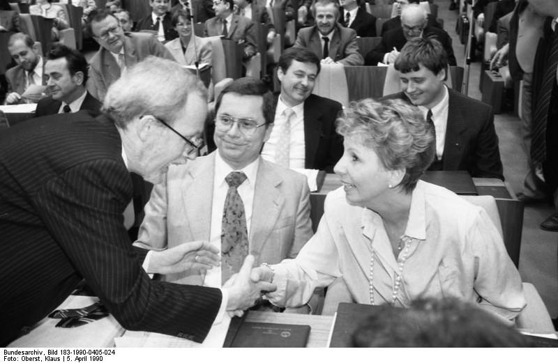 Lothar de Maizière, Sabine Bergmann-Pohl. Quelle: Bundesarchiv, Bild 183-1990-0405-024, Fotograf: Klaus Oberst