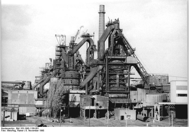 Eisenhüttenstadt, Eisenhüttenkombinat Ost, Hochofen. Quelle: Bundesarchiv, Bild 183-1990-1108-001, Fotograf: Rainer Weisflog