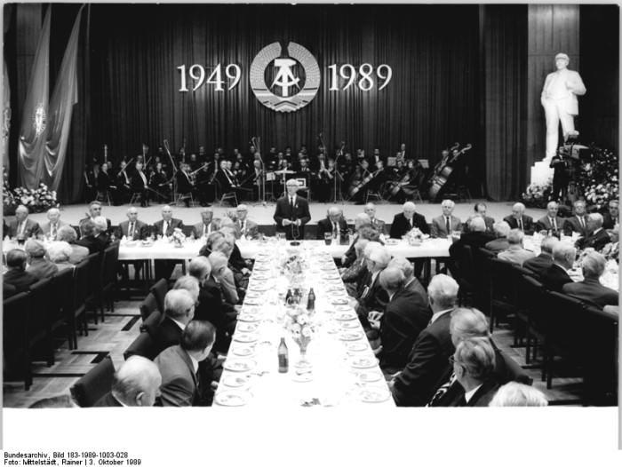Berlin, 40. DDR-Jubiläum. Quelle: Bild 183-1989-1003-028, Fotograf: Rainer Mittelstädt
