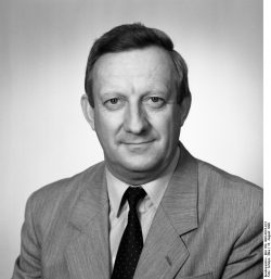 Manfred Preiß im August 1990. Bundesarchiv, Bild 183-1990-0816-013, Fotograf: Elke Schöps
