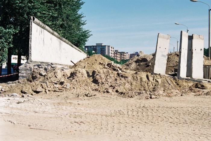 Deutsch-deutsche Grenze 1990 / Schwedter Strasse. Quelle: Bundesregierung / Reineke