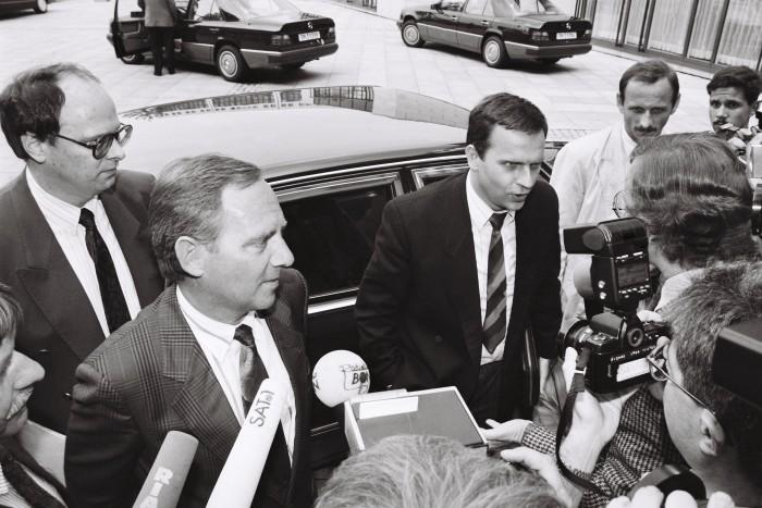 Einigungsvertrag 1990 / BM Schäuble und DDR-PStS Krause. Quelle: Bundesregierung / Reineke