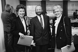V.l.n.r.: Marianne Tidick, Herbert Schirmer und Dorothee Wilms. Quelle: Bundesregierung/Lemmerz