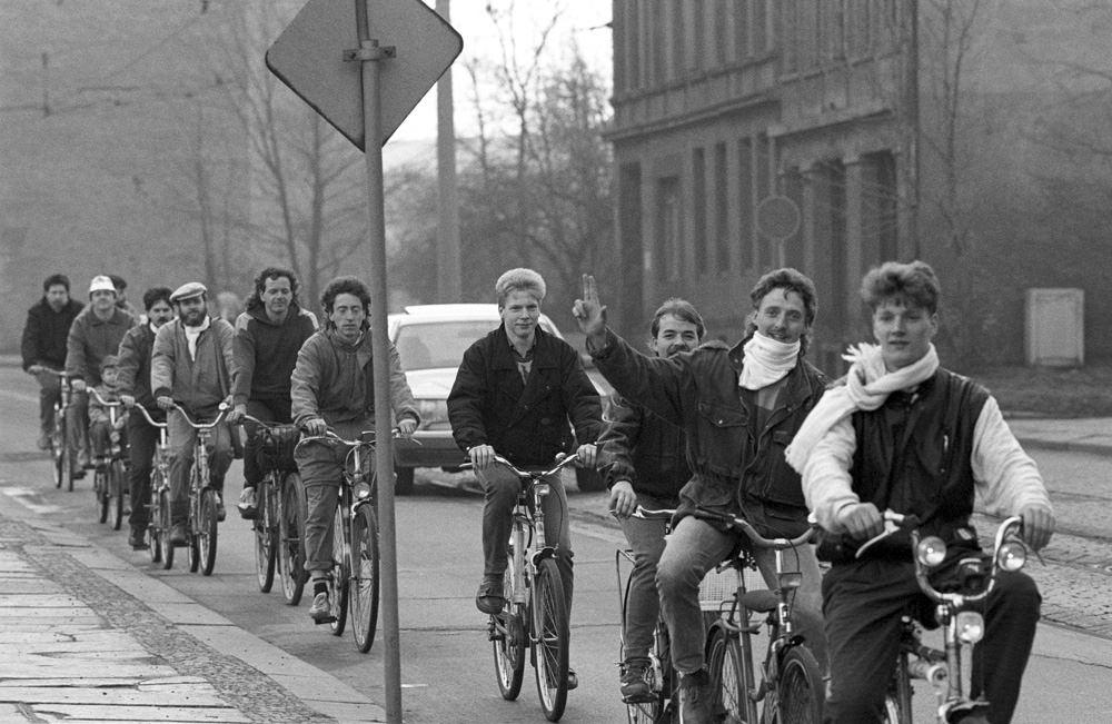Ausreiser demonstrieren auf Fahrrädern