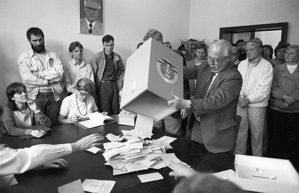 SED-Einheitsliste verfehlt bei Kommunalwahl 99-Prozentmarke