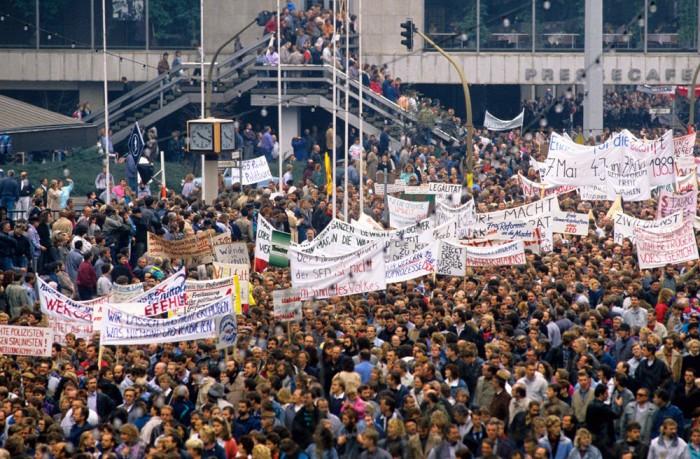 Eine Million Menschen demonstrieren in Ost-Berlin