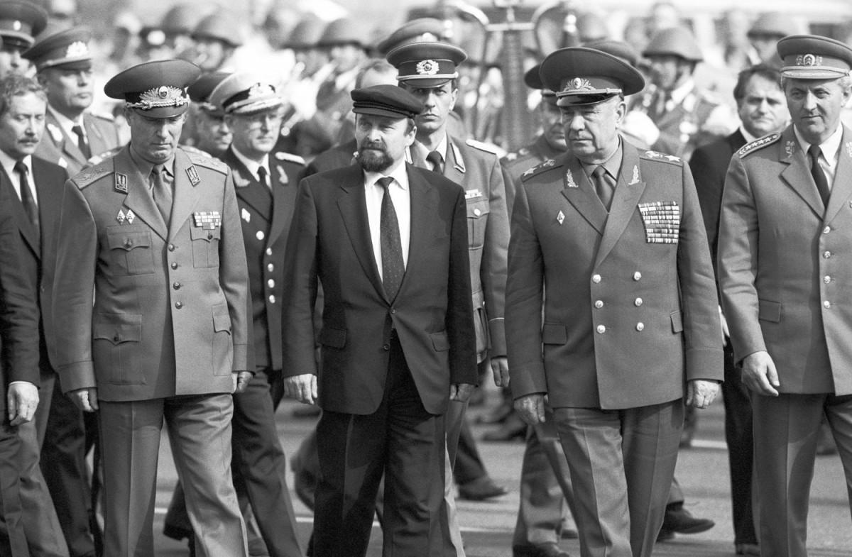 Militärbündnis des Ostblocks vor Auflösung. Quelle: Archiv Bundesstiftung Aufarbeitung, Fotobestand Klaus Mehner, Bild 90_0613_POL_WP_Bln_05