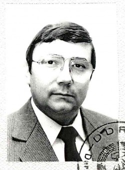Porträtfoto aus dem Ministerausweis von Michael Heinemann (1990). Quelle: Privatarchiv Michael Heinemann