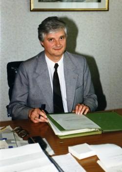 Prof. Dr. Jürgen Kleditzsch im Mai 1990 als Minister für Gesundheitswesen in seinem Ost-Berliner Büro. Quelle: Privatarchiv Jürgen Kleditzsch