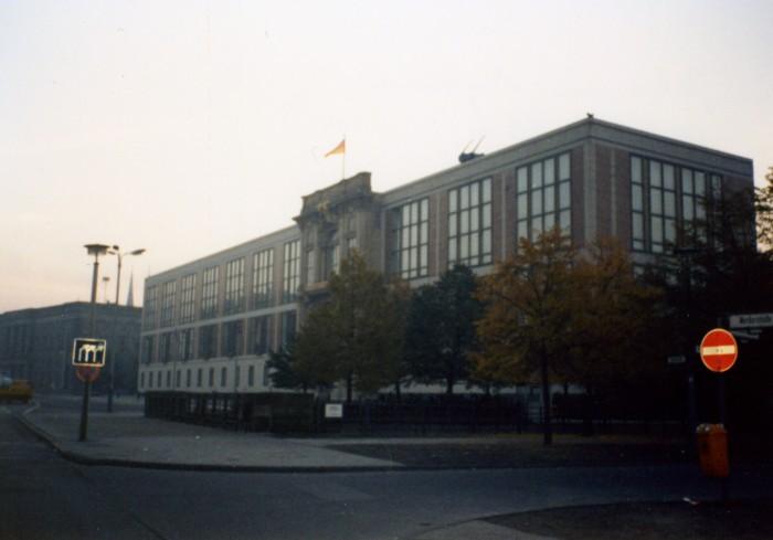 Staatsratsgebäude. Quelle: Ursula Senftleben, CC BY-NC-NN, www.wir-waren-so-frei.de