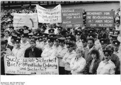 Quelle: Bundesarchiv, Bild 183-1990-0719-019, Fotograf: Robert Roeske
