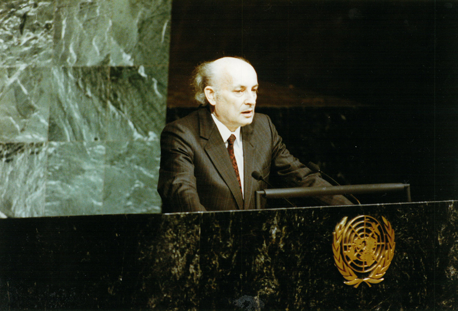 Hans-Wilhelm Ebeling hält eine Rede auf der Vollversammlung der Vereinten Nationen am 25. April 1990 in New York. Quelle: Privatarchiv Ebeling